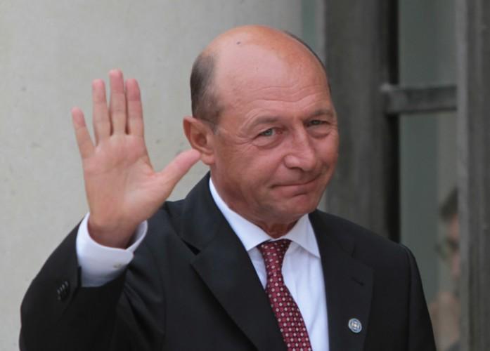 basescu 697x500 Dosarul retrocedarilor, clasat la cateva saptamani de la audierea lui Basescu