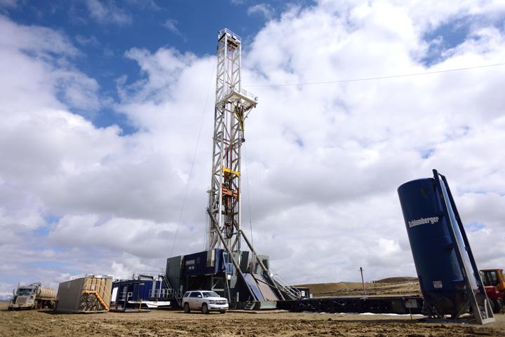 04 Fracking the Jonah Field for Natural Gas  Oil SUA ameninta Romania: ne dati gazele de sist sau va izolam!