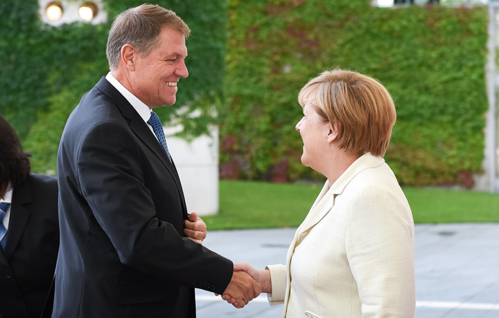 iohannis merkel2 Iohannis anunta ca a mentionat tema Schengen in discutiile cu Merkel