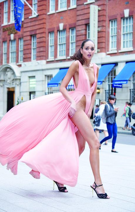 pe strada Experiment. O zi la Londra, cu aceeasi rochie care a facut ravagii la Venezia