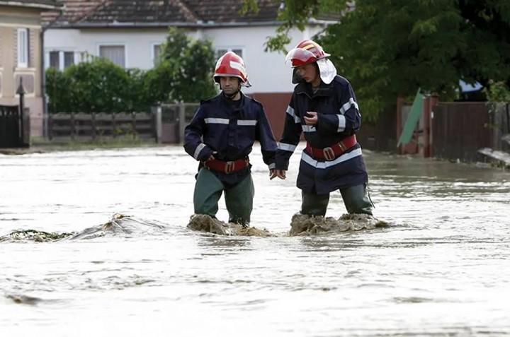 14666293 1207786575950472 8194776716090565100 n inundatii 720x477 Nou prefect la Galati, judet grav afectat de inundatii