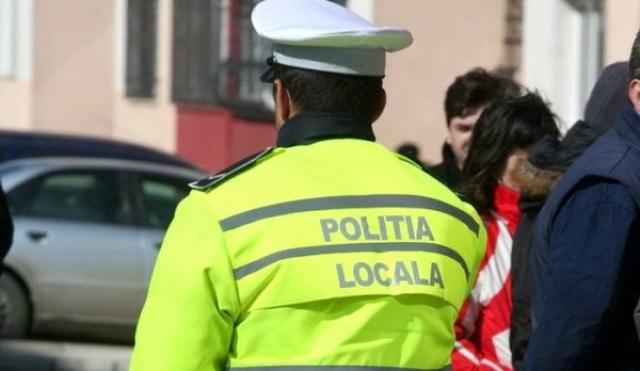 Politia Locala Iasi Se plimba prin Bucuresti cu moastele in rucsac