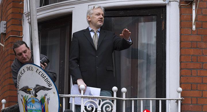 assange Julian Assange a ramas fara internet