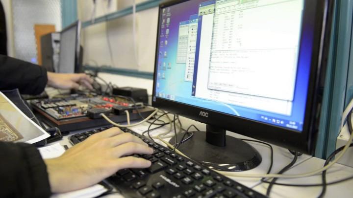 concediere e mail 720x405 Romanii, concediati pe e mail