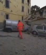 cutr1 Roman mort in Italia, dupa seism. Barbatul, gasit intr o masina