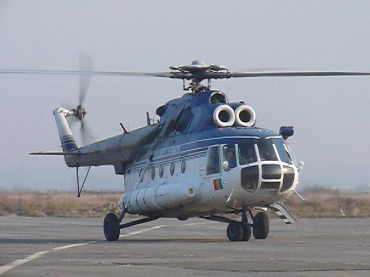 elicopter Romania sta intr un singur elicopter la calamitati!
