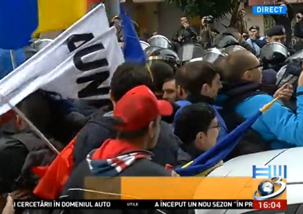 incidente Incidente in Piata Victoriei, la mitingul tinerilor care vor unirea Basarabiei cu Romania
