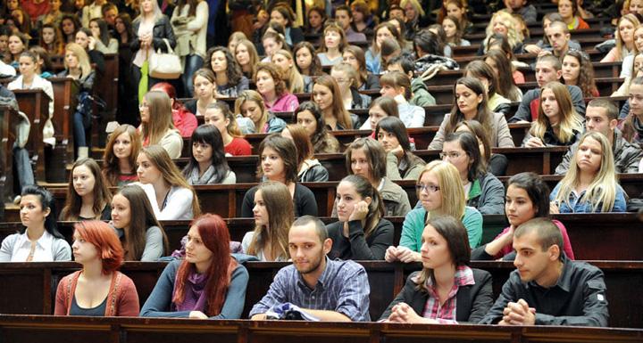 studenti Numarul studentilor a scazut dramatic