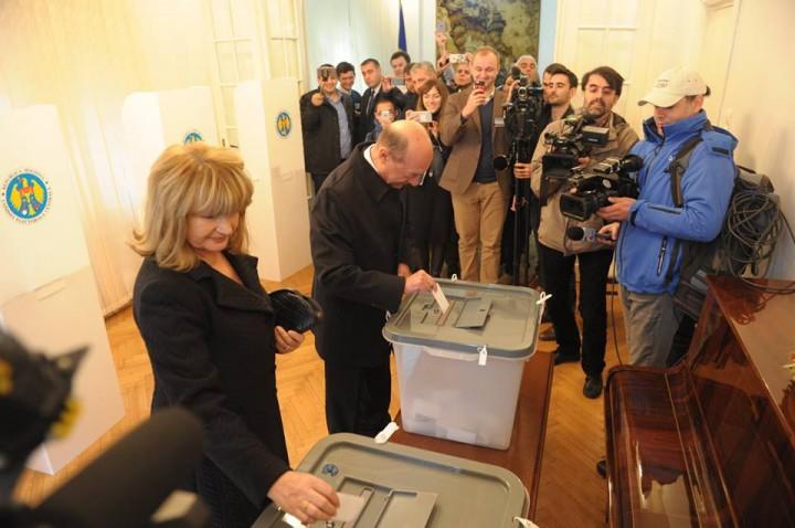 15095608 1423604570986423 5439777381136703273 n basescu vot moldova 720x478 Basescu a votat la alegerile din Moldova avand o optiune clara: mentinerea drumului european