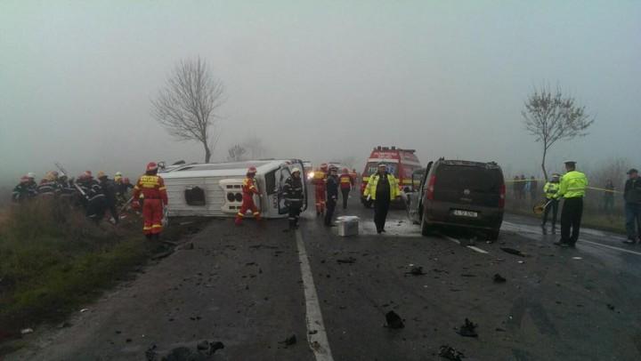 15134703 1243362182392911 8974474174399379985 n accident sindrilita 720x406 3 oameni au murit si 15 au fost raniti intr un accident de microbuz, la Sindrilita (FOTO)