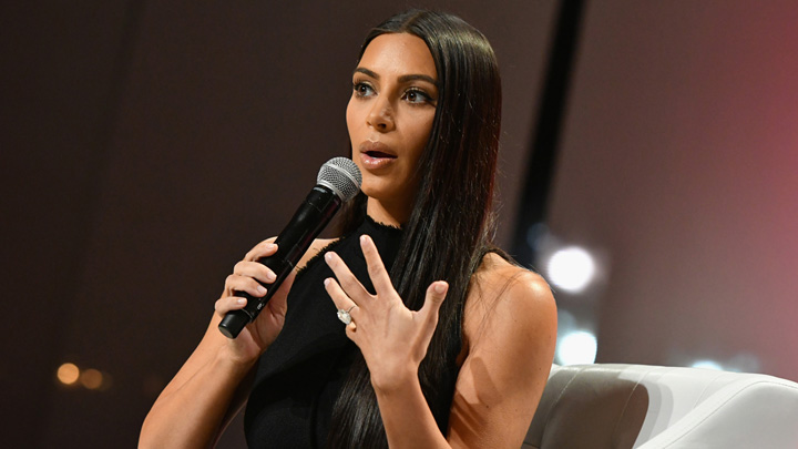 Kim Kardashian robbed in Paris Kim Kardashian 2: gazata si batuta in mijlocul Parisului