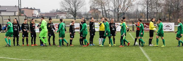 Meciul s a jucat a doua zi pe terenul adversarilor Partida de fotbal anulata in Polonia dupa ce hotii au furat portile si gardurile