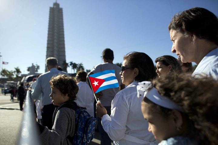 article urn publicid ap.org dd3eeb54fff24bd2ad700ef018b2c545 2MYUzL9HDp1084745e686e466b48 952 634x422 Funeraliile lui Castro, un doliu in trei acte