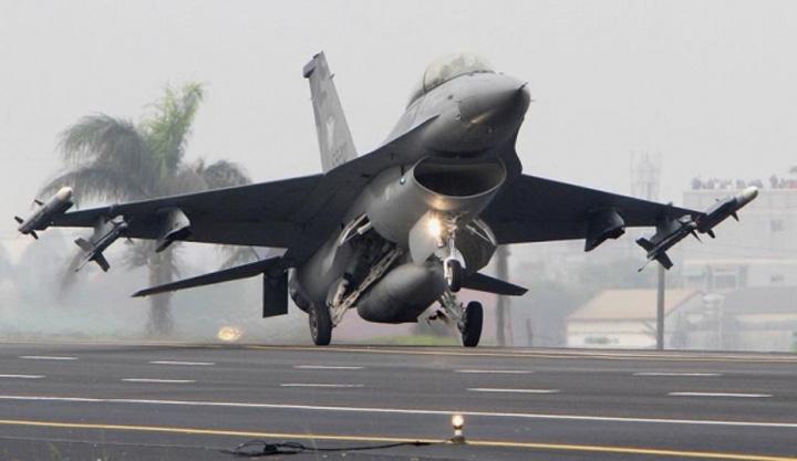 as Parada militara de Ziua Nationala: vom vedea supersonicele F 16!