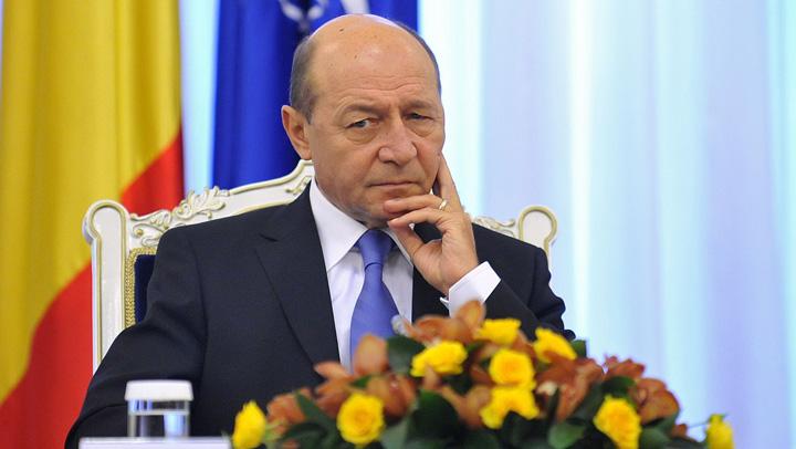 basescu incruntat1 Basescu sfasie beregatile fostilor sai protejati