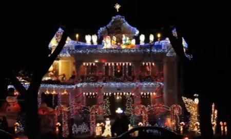 decor 2 Imagini cu adevarat stralucitoare cu amenajari de Craciun: Case decorate cu mii si mii de instalatii!