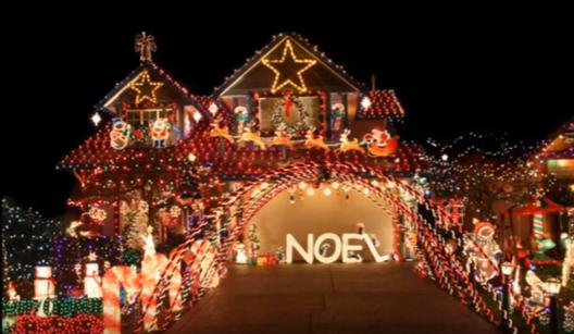decor Imagini cu adevarat stralucitoare cu amenajari de Craciun: Case decorate cu mii si mii de instalatii!