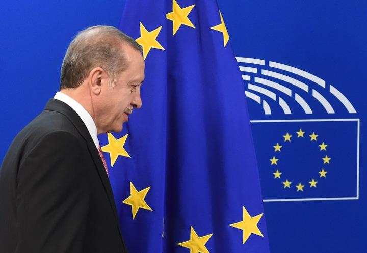 erdogan1 UE cere inghetarea negocierilor cu Erdogan