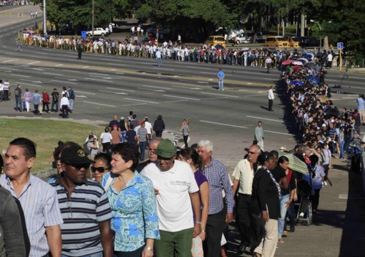 fidel castro tribute 2811 620 436 100 Funeraliile lui Castro, un doliu in trei acte
