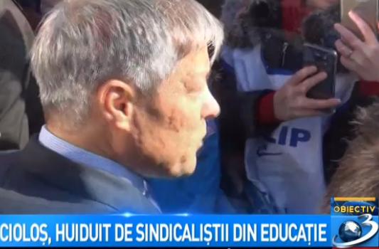 huiduit Desi departe de Capitala, Ciolos n a scapat de nemultumirile sindicalistilor (VIDEO)