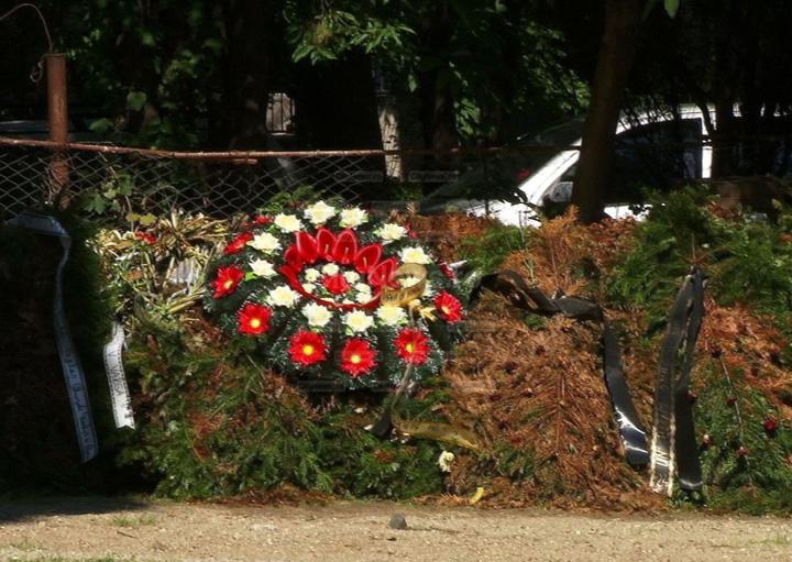morminte in curte Satul unde mortii sunt ingropati in curtea casei