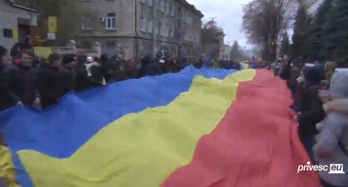 protest 2 Sute de tineri in strada, la Chisinau. Se scandeaza demisia si jos mafia!