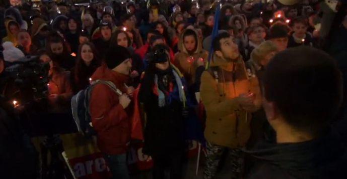 protest 6 Sute de tineri in strada, la Chisinau. Se scandeaza demisia si jos mafia!