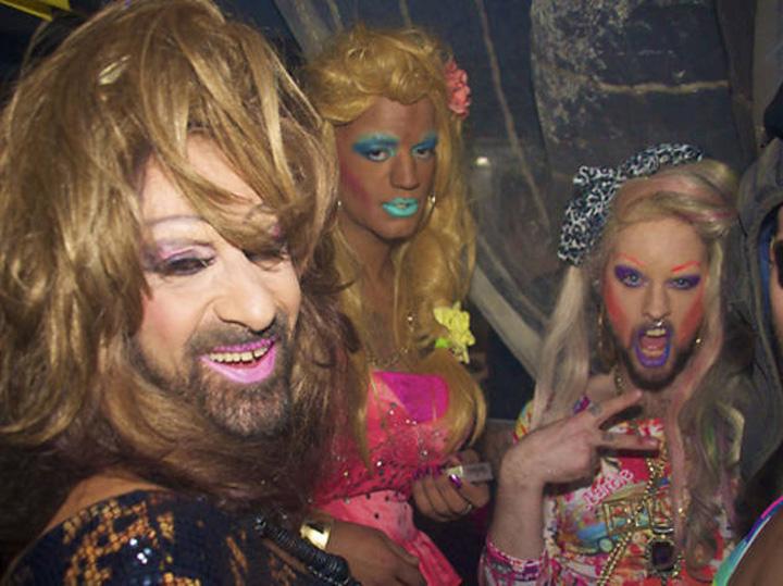 transex1 Ambasada Olandei ne umple de cluburi lesbi gay!