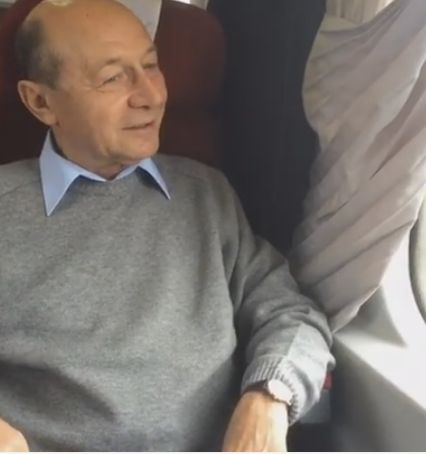 tren2 Basescu a mers cu trenul, comunicand impresii pe Facebook