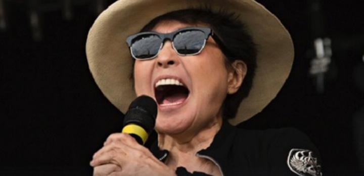 yoko ono Yoko Ono tipa 17 secunde la Donald Trump!