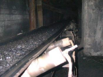 7590 443559399055518 2009900999 n mina 350x262 Sute de mineri din Valea Jiului s au blocat in subteran