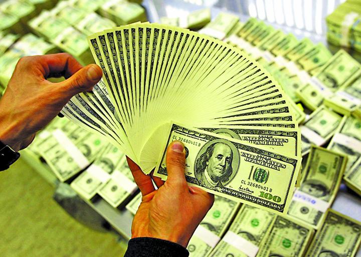 Foto2 Nou record pentru dolar: 4,3502 lei!