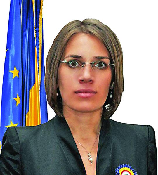 Irina Alexe Politista lui Blaga, pensie de 130 de milioane la 42 de ani!