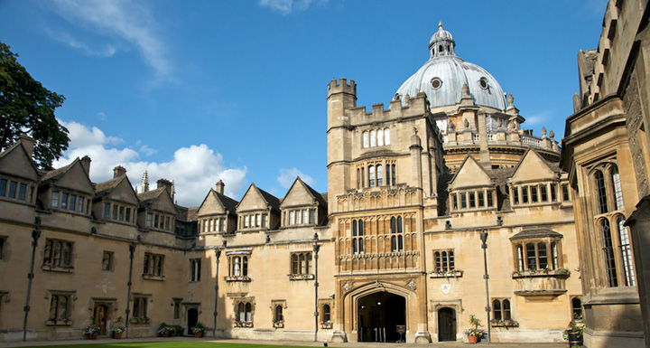 Oxbridge Edge Brasenose College Quad 2 Slider Un absolvent de Oxford a dat in judecata universitatea pentru un milion de lire sterline