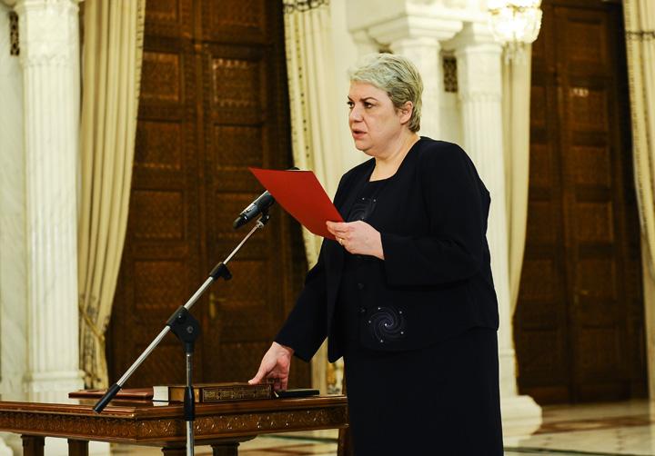 Sevil Shhaideh 1 Sevil Shhaideh, prima femeie premier a Romaniei