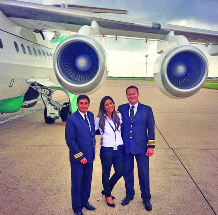 avion 3 Un fost model era copilot al avionului prabusit in Columbia!