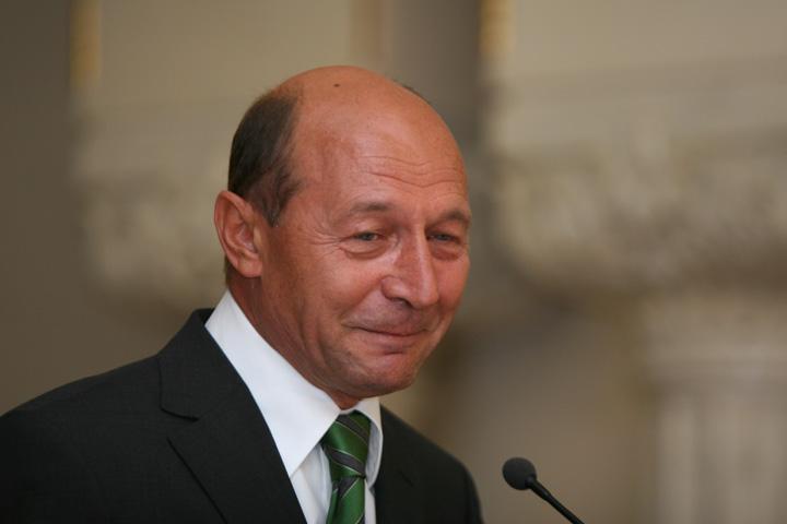 basescu educatie 147 og1 Basescu, in Parlament: am dreptul sa mai candidez o data!