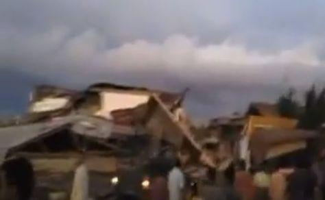 cutremur Cutremur puternic in Indonezia   zeci de vieti curmate (VIDEO)