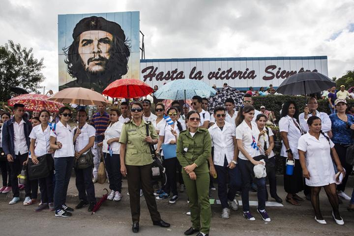 fidel4 Galiganul revolutiei cubaneze, plimbat intr o cutiuta