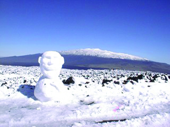 hawaii snow ersl mauna kea in background Ninsoare la Honolulu!