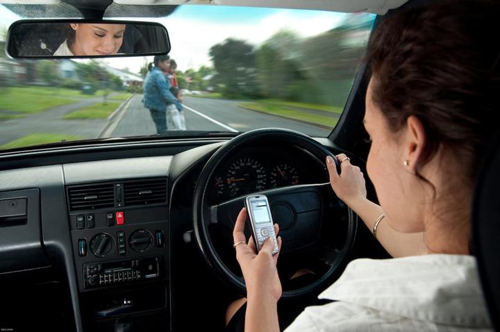 inchisoare Soferii care produc accidente mortale in timp ce vorbesc la telefon   inchisoare pe viata!