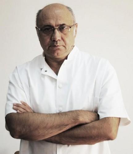 medic1 431x500 Medicul Irinel Popescu, fostul sef al CNAS, audiat la DNA