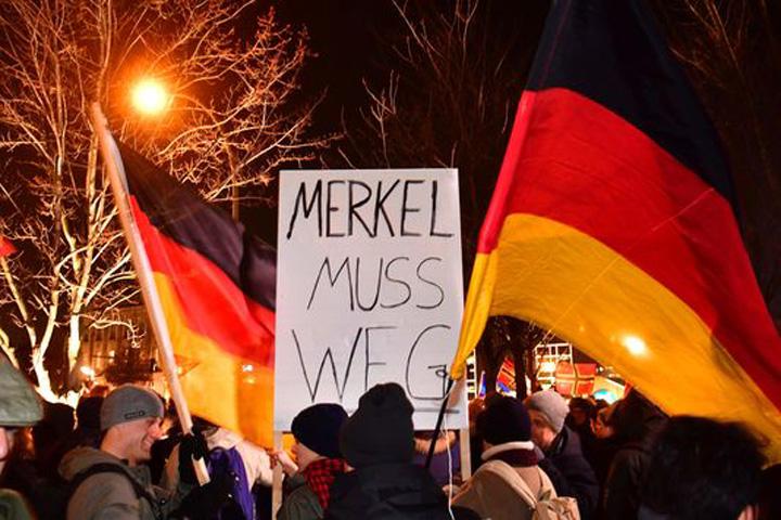 merkel1 Pleaca, Merkel!