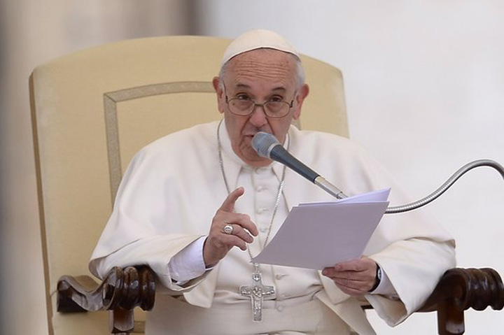 papa francisco Papa Francisc o zice pe sleau: cei care raspandesc stiri false, mananca rahat!