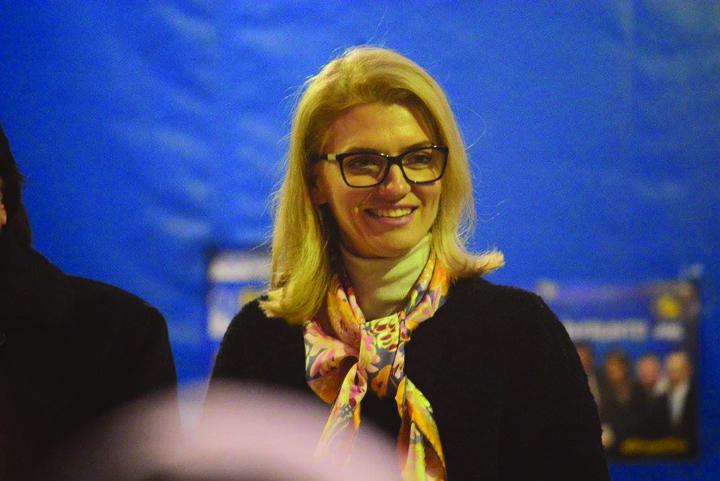 poza zilei7 Alina Gorghiu, luata de par