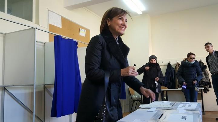 sotia presed 720x405 Carmen Iohannis a votat la Sibiu: pe tineri ne bazam