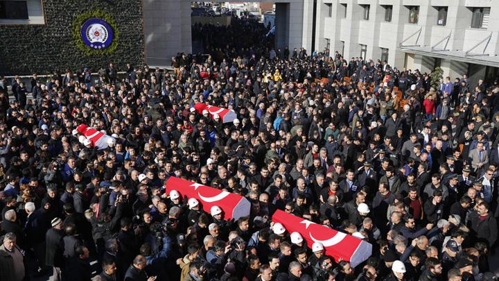 turcia sicrie Moartea nu se mai satura in Turcia