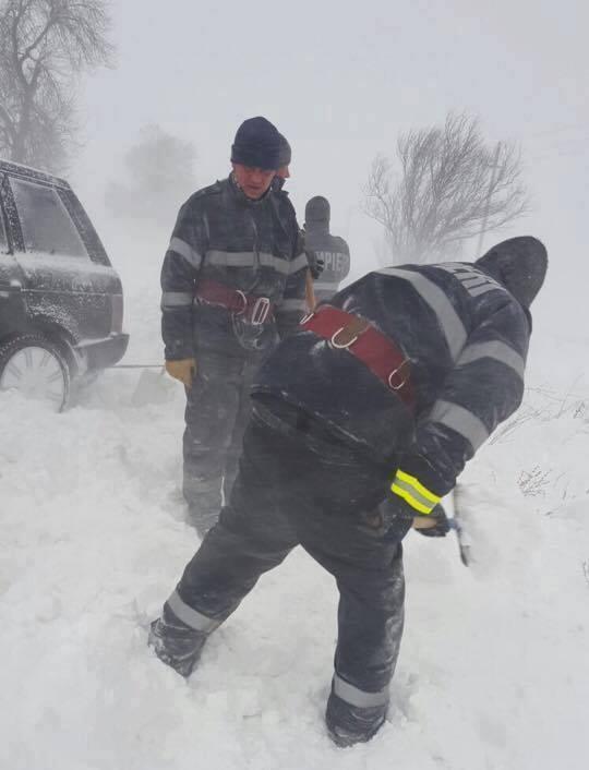 15965099 1311169778953410 6429533520463138956 n zapada interventie ninsori Iarna isi arata din nou coltii. 24 de persoane, blocate in masini/ 70 de cazuri de hipotermie