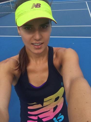 15966101 1552566018093007 624749865842196670 n sorana 375x500 Sorana Cirstea, surpriza de proportii la Australian Open! A trecut de Navarro