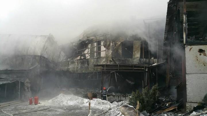 16105910 1763065387052679 1961029430400961926 n incendiu 4 720x405 Urmarile dezastrului din clubul Bamboo (FOTO)